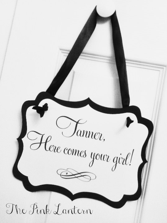 Mariage - Here Comes Your Girl Sign - 8x10 inch Size - Ribbon Hanger or Paddle Handle