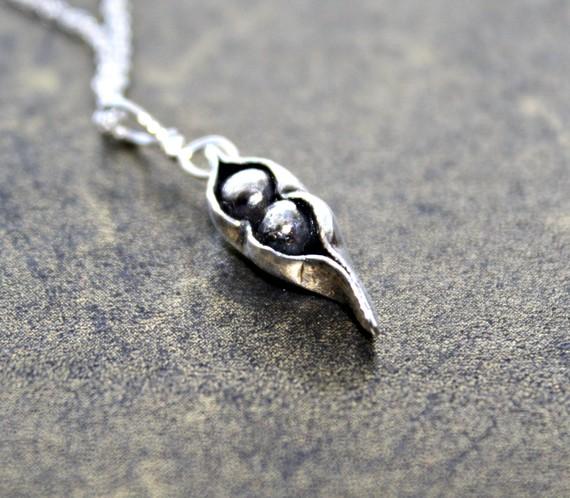 Hochzeit - Two Peas In A Pod, Family, Fine Silver Pea Pod, Bridesmaid Jewelry, Wedding Gift, Mom, Best Friend, Oxidized, Rustic Black Peapod pendant