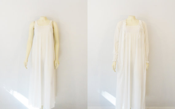 Mariage - Vintage Nightgown & Robe Vasserette Crepelon Ivory White Negligee and Dressing Gown Bridal Lingerie size Small Modern XS - S