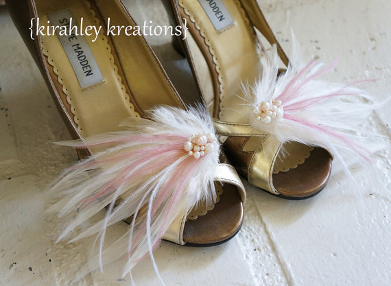 زفاف - MARY LOU in Light Ivory and Mauve Pink with Pearls -- Romantic Vintage Inspired Bridal Feather Wedding Shoe Clips -- Customize in ANY Color