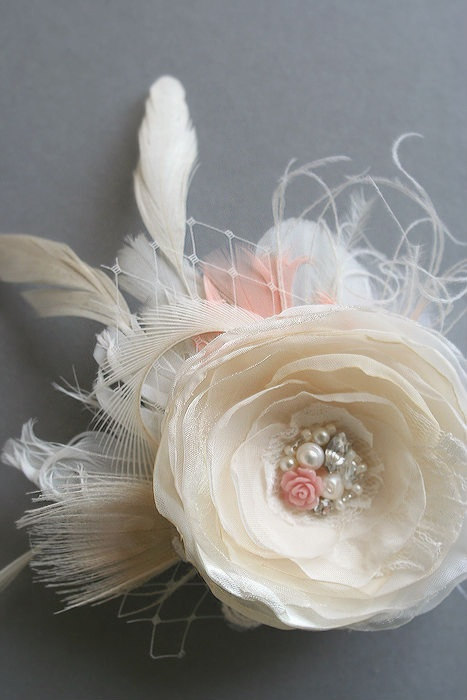 Mariage - Wedding Bridal Hair Flower, Champagne Flower Fascinator Hairpiece Vintage Inspired Bridal Clip Beige Ivory Coral Peacock Lace Veil Pearls