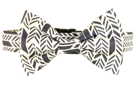 Свадьба - Gray Chevron Bow Tie Dog Collar/ Wedding Dog Bow Tie and Collar: Sunprint Feather