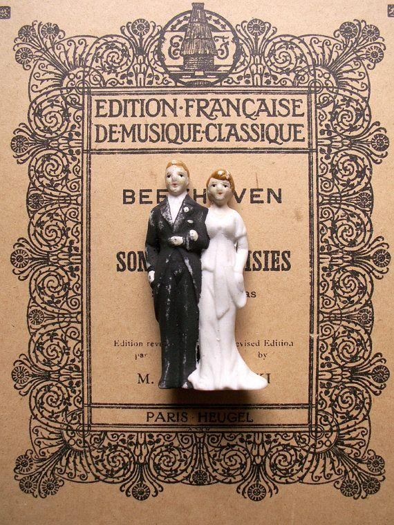 Hochzeit - Vintage Wedding Cake Topper - Porcelain Bride And Groom - Made In Occupied Japan