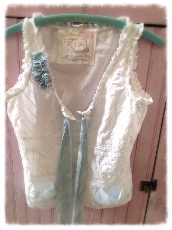 Mariage - White Eyelet Cotton Camisole Tank Corset Look Altered Shabby Chic Romantic Laces Womens Small Vintage Trims Sleeveless Spring Summer Upcycle
