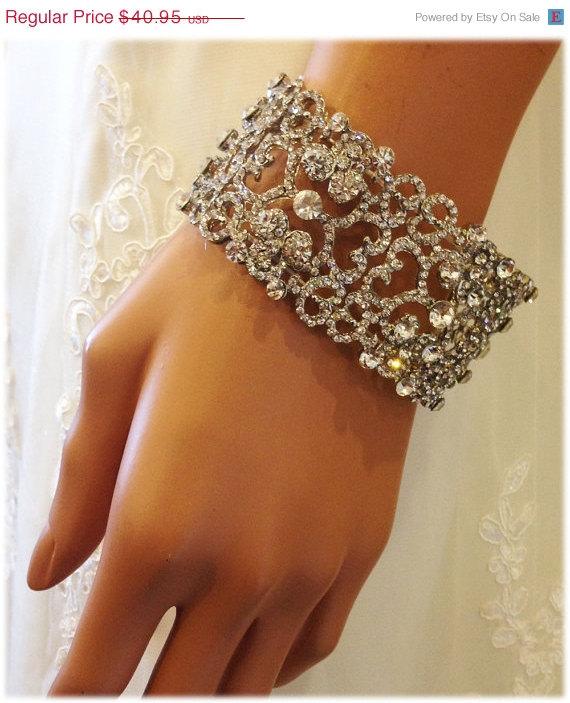 Hochzeit - Bridal stretchable bracelet, bridal cuff, crystal cuff, vintage inspired rhinestone bracelet , wedding jewelry, bridesmaid jewelry