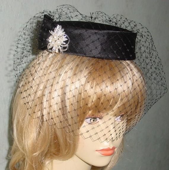 زفاف - Black Pillbox Hat French Veiling Goth Wedding