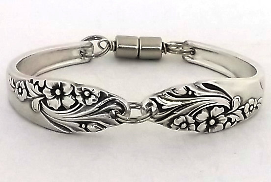 Mariage - Extra Small Spoon Bracelet Evening Star 1950 Silverware Jewelry Handmade from Vintage Silver Flatware Handles Antique Braclet Bridal Gift