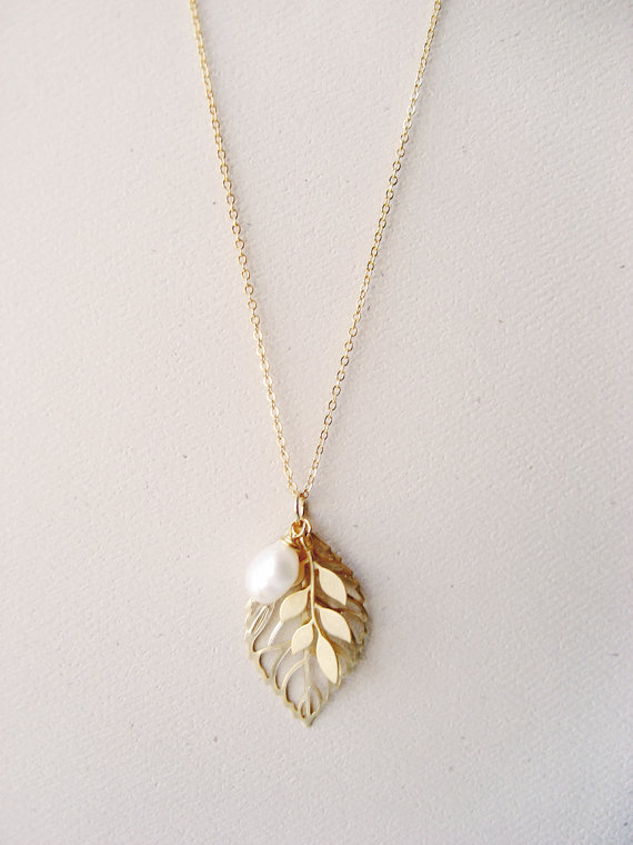 Свадьба - Gold Leaf Necklace, Branch, Pearl, Woodland Wedding, Bridal Jewelry, Bridesmaid Gift, Autumn, Fall, Simple, Dainty Chain,
