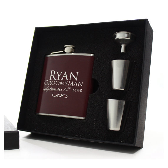 Свадьба - 1 Custom Flask for Groomsmen - 1 Gift Set - Personalized Flasks for Your Wedding Party - Burgandy