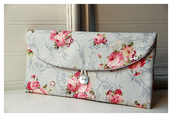 زفاف - Shabby Chic clutch, Bridesmaid Gift, Bridesmaid Clutch, roses, Wedding Favor, Shabby Chic gift, for her, cosmetic bag, pink roses, bridal