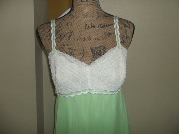 Свадьба - Vintage Lime Green and White Lace Long Negligee 1960's