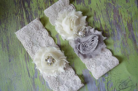 Свадьба - NEW ITEM grey wedding garter / ivory wedding garter set - garters - vintage wedding garter rustic wedding garter grey garter keepsake garter