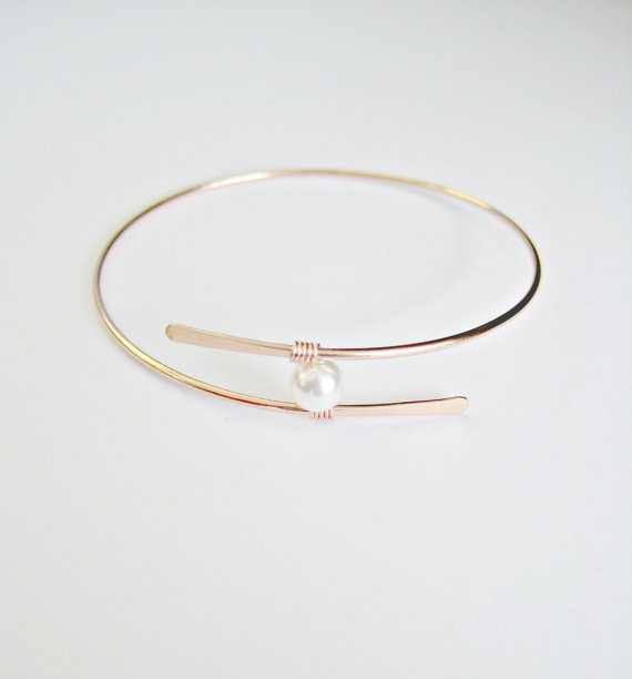 Mariage - Rose Gold Pearl Bangle Bracelet Mothers Gift Mother of the Bride Gift Bridesmaid jewlery Bridal Jewelry Floating Pearl