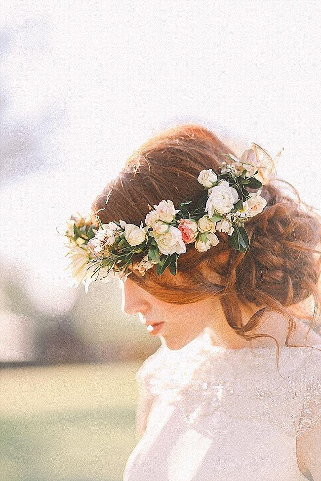 Свадьба - 20 Wedding Hair Ideas With Flowers