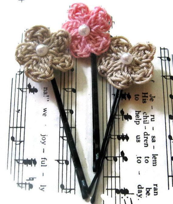 Свадьба - Crochet Fairy Flowers, Flower Bobby pins, Wedding Crochet, Bridesmaid Gifts, Wedding Hairpins, Pink and Beige Flowers, Hair Flowers
