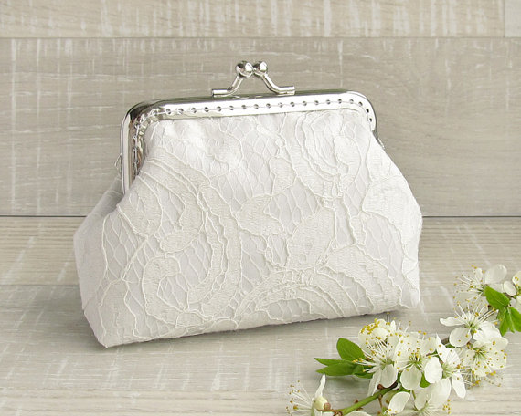 Свадьба - Lace wedding purse, white bridal small clutch with kisslock