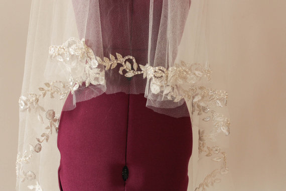 Свадьба - Beaded wedding veil in silk  - Fall Leaves in Ivory (Ready to ship in Ankle length)