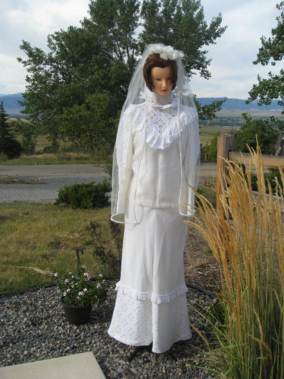 Size 6 white dress 1970s