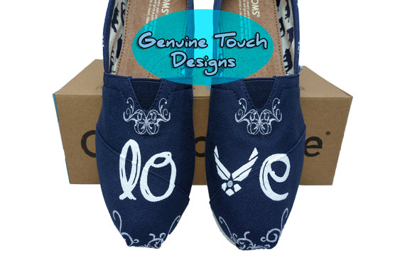Mariage - Custom toms, Air Force Wedding, Wedding shoes, White and silver floral, Wedding gifts, Wedding clothing, Art work, Navy shoes