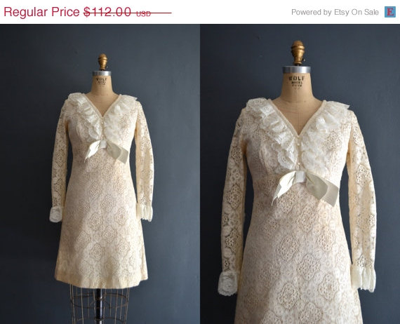 Свадьба - SALE - 30% OFF Danae / 60s short wedding dress / lace dress