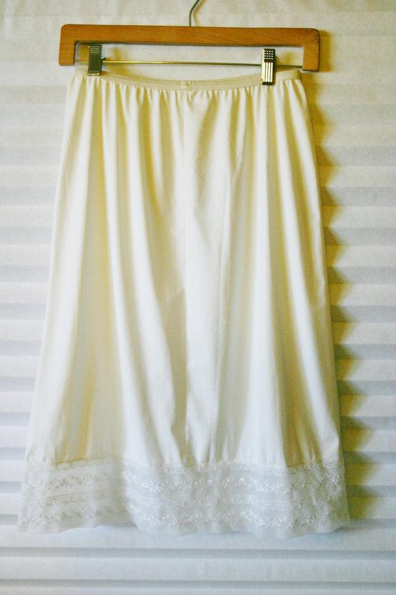 Свадьба - CLEARANCE Vintage Slip Skirt / White lace trim slip / Vintage Lingerie