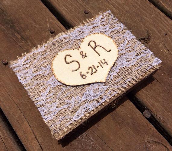زفاف - Burlap and Lace Wrapped Ring Bearer Box - Shabby Chic Rustic Wedding Decor - Ring Bearer Pillow Alternative - Personalized Ring Box