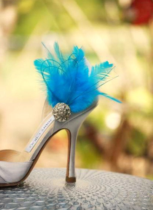 Свадьба - Wedding Shoe Clips Something Blue / Ivory / White / Black / Red Feather Rhinestone. Bride Bridal Bridesmaid Couture, Fashion Lover Statement