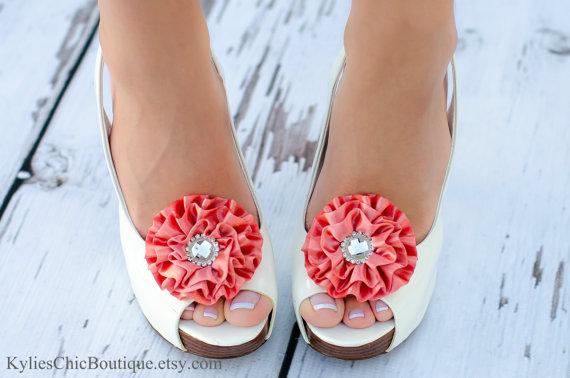 زفاف - Coral Shoe Clips Wedding Bridal accessories Bridesmaid accessory Date Night attire Ruffle Flower Party silk clasp jewels crystal bling Samon