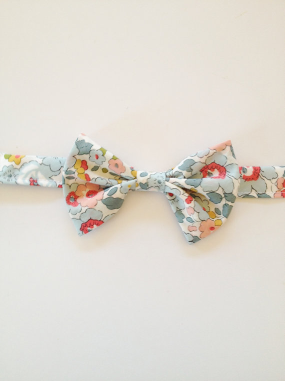 Mariage - Blue Kid's Bow Tie, Liberty of London Kids Bow tie, ring bearer tie, ring bearer bow tie, toddler bow tie, little boys tie, blue boys tie