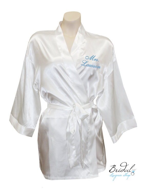 Mariage - Personalized Mrs. Satin Robes embroidered on the front, for the wedding day, honeymoon or bridal lingerie
