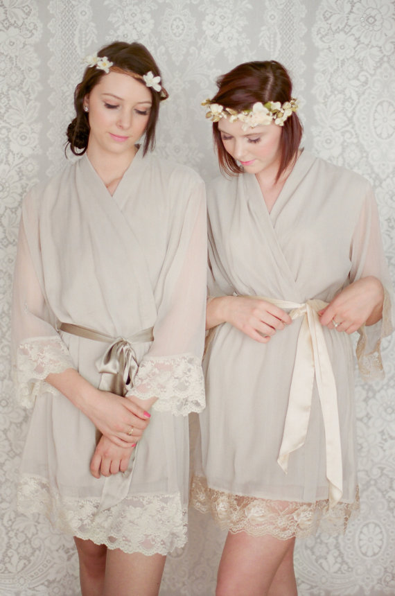Hochzeit - WOODSMOKE. 4 custom lace trimmed chiffon robes in a knee length. Dressing gowns. Bridesmaids robes and bridal robes.