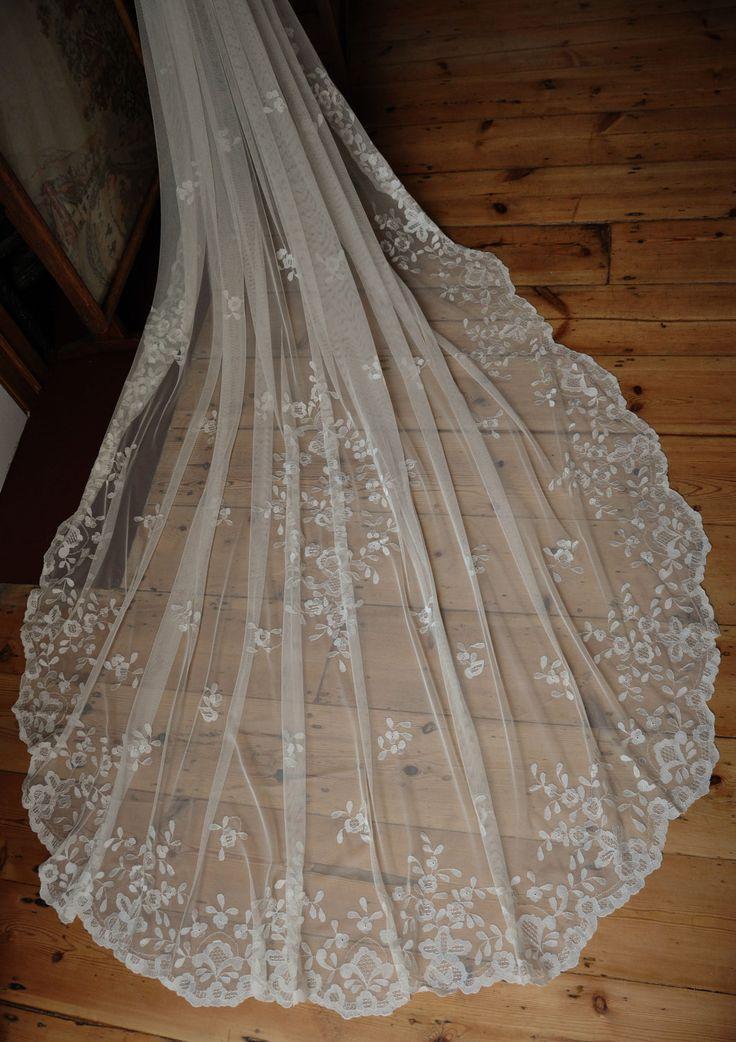 Свадьба - 100% Hand Embroidered Lace Chapel Bridal Wedding Veil