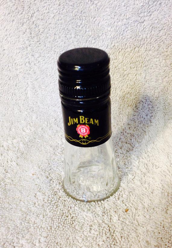 Свадьба - Jim Beam Liquor Bottle Shot Glass. Recycled Glass Bottle. Groomsmen Gift Idea. Man Cave. For Him.