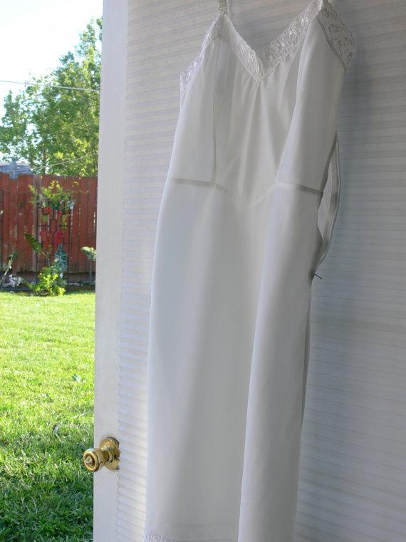 Mariage - barbizon white  dress slip size 12 with side zipper