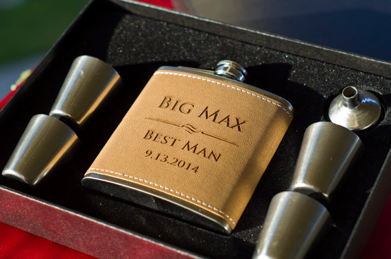 Свадьба - 3 Personalized Groomsmen Gifts - THREE Engraved Leather Flask Plus Funnel And 4 Glasses