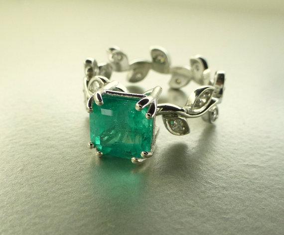 Mariage - Emerald leaf ring.  Engagement ring.  Emerald ring.  Diamond ring.