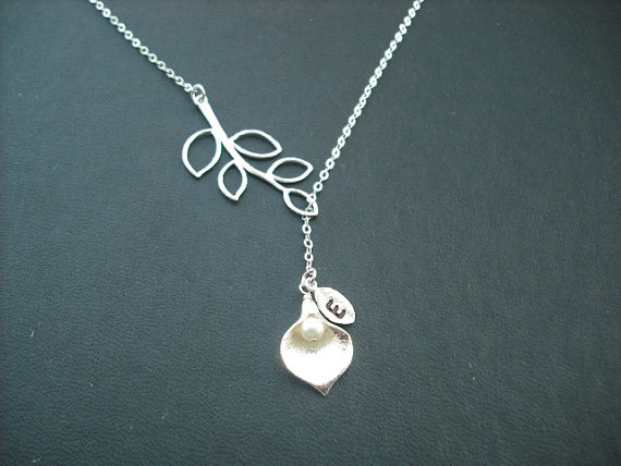 زفاف - personalized five leaf branch and swarovski birthstone Calla Lily lariat, bridesmaids gift, wedding gift