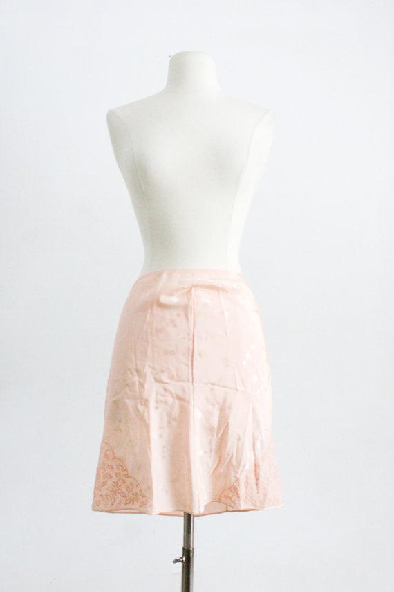 Mariage - 20s 30s  Lingerie. // Pink Silk, Half Slip - MED // Flapper, Victorian. Bridal Wedding Gift, Elegant Negligee, Undergarments