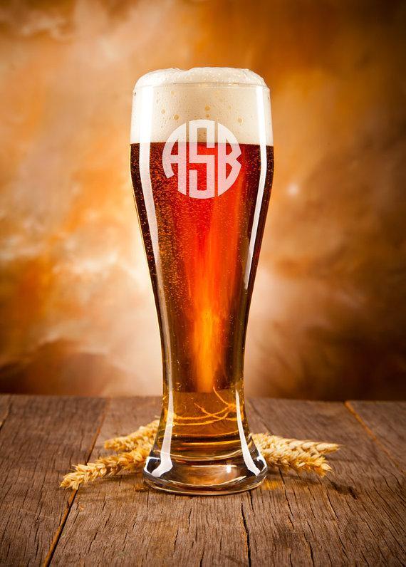 Свадьба - Personalized Beer Glass, Groomsmen Gift, Monogram, Monogram Beer Glass, Laser Engraved Beer Glass, Etched Beer Glass, Wedding Gift,