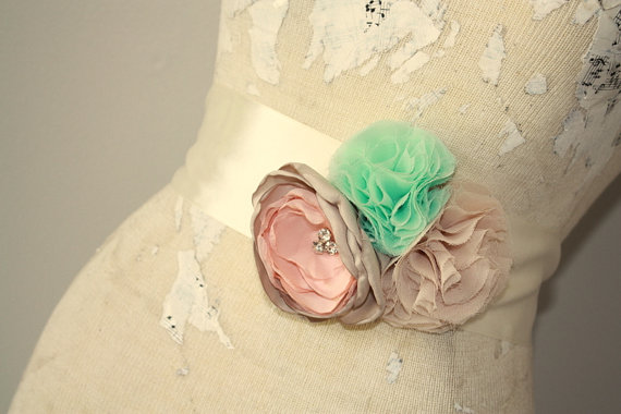 Mariage - Dress sash, Mint, champagne and peach bridal sash, fabric flower wedding dress sash