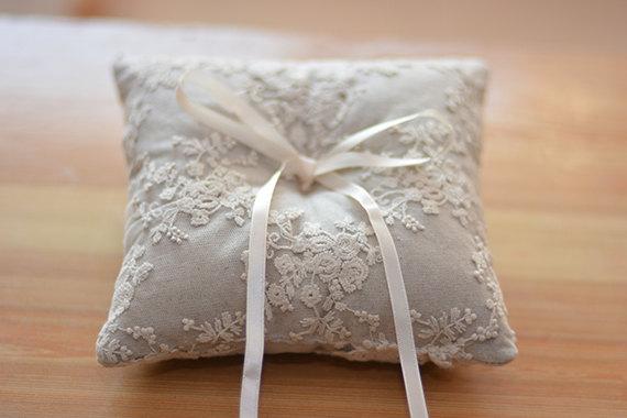 Mariage - ring bearer pillow, white lace ring bearer pillow, wedding ring pillow  line