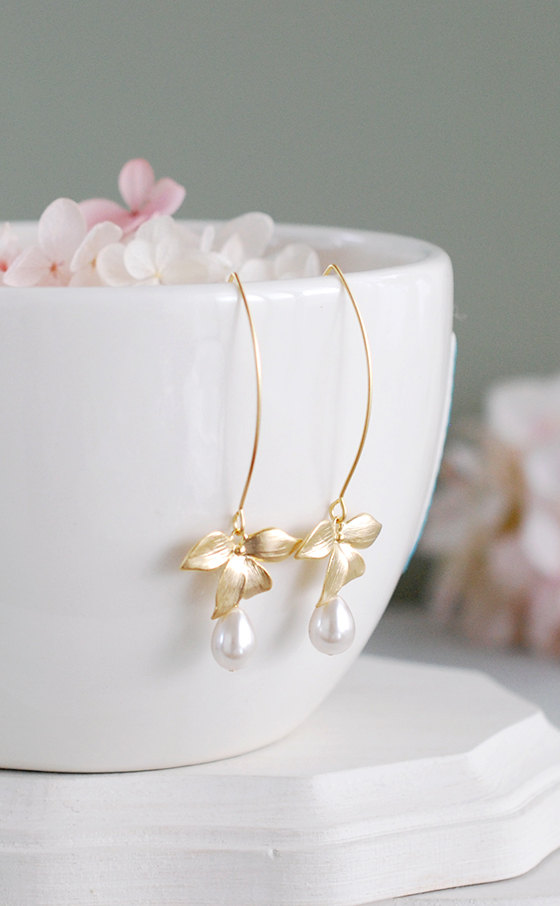 Mariage - Cream Pearls Dangle Earrings, Gold Orchid Flower Cream Teardrop Pearl Earrings, Wedding Jewelry, Bridesmaid Gifts, Bridal Earrings