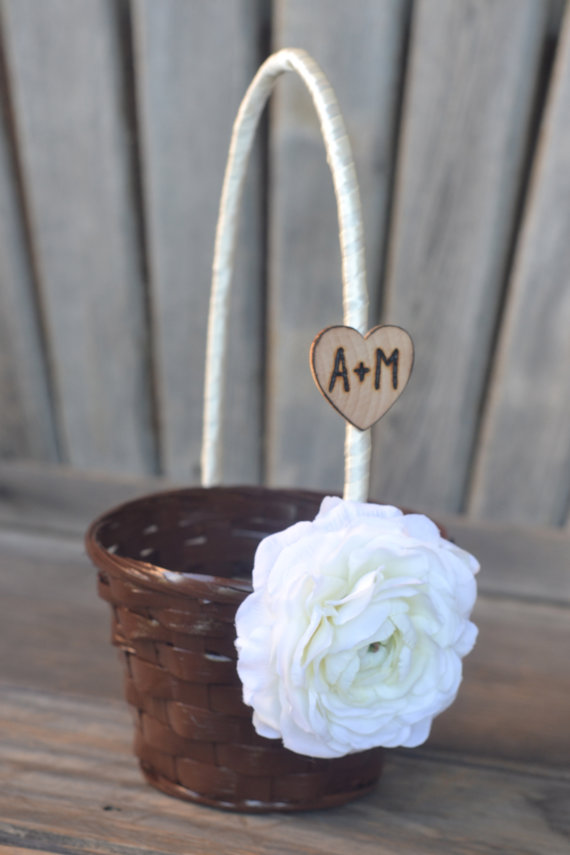 Mariage - Small Flower Girl Basket You select flower and ribbon personalize with engraved heart with groom and bride initials.