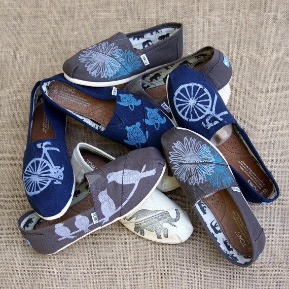 Свадьба - Customized TOMS shoes