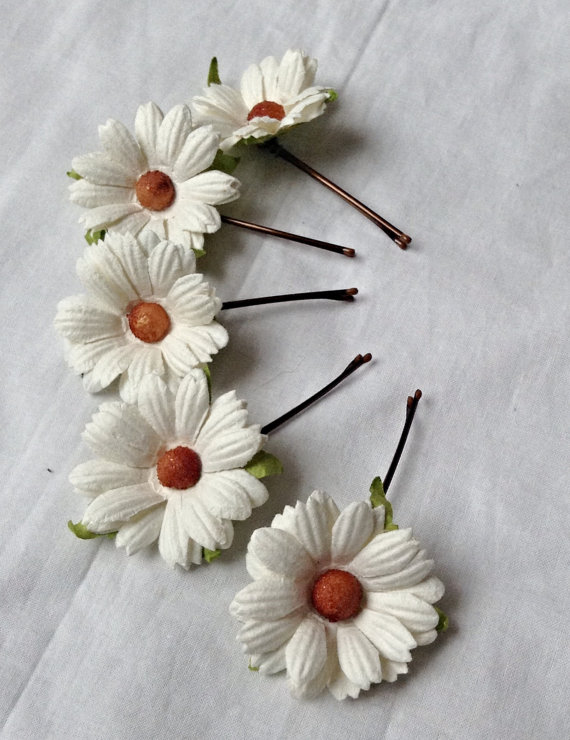 Hochzeit - hair accessories. hair pins. bobby pins. flower hair pin. wedding hair pins. bridesmaids. flower girl. Daisy hair pins.