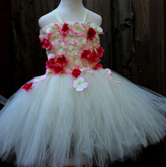 زفاف - Two Ivory Red Flower Girls Dresses - size 7 and 8 - To be Delivered to Canada before June 1st