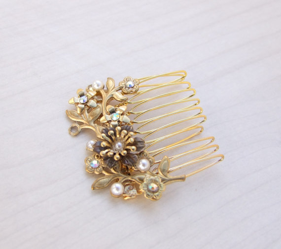 Hochzeit - Leaf Hair Comb, Gold Bridal Head Piece, Vine Flower Comb, Gold Bridal Comb, Vintage Wedding Comb, Wedding Hair.