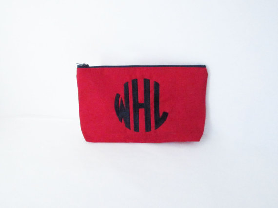 Hochzeit - Clutch purse - in Solid Red - Personalized Wet bag - Cosmetic Case - Bridesmaid Clutches - Wedding Gifts