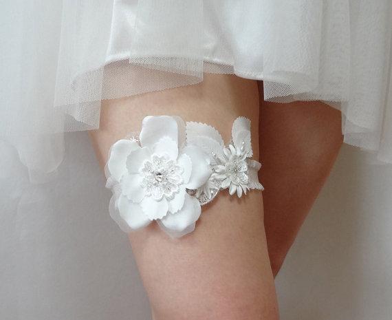 Mariage - Wedding Bridal Garter - white satin blossom garter, bridal garter, floral garter, white garter