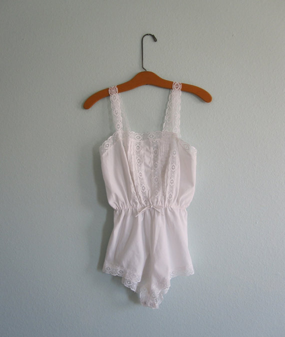 Mariage - Vintage 1980s Teddy - White Cotton and Lace Lingerie Romper - 80s Romantic White Teddy XS